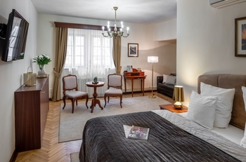 Room 2-4.jpg
